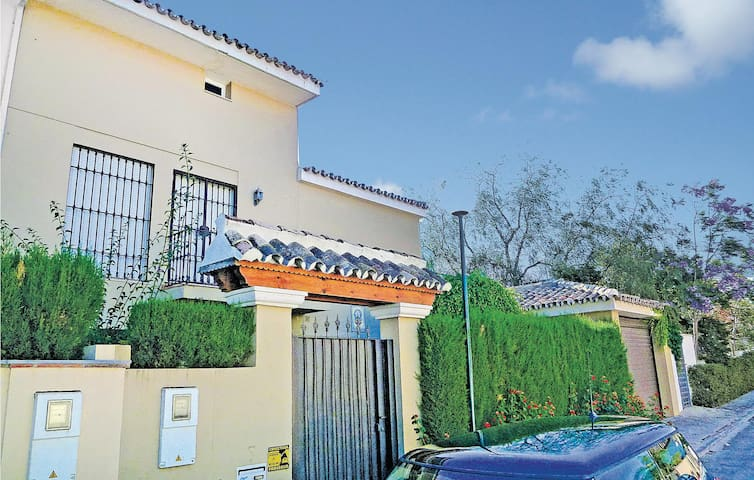 Terraced house with 5 bedrooms on 113m² in Marbella