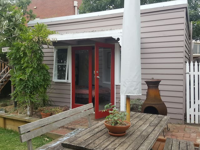 Your own mini-house a stone's throw from village - Yarraville - House