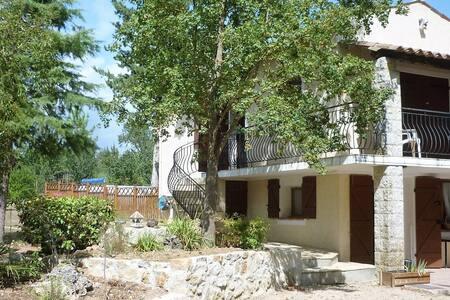 Gîte dans une maison de campagne proche du lac - Montauroux - Apartmen