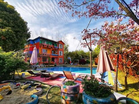 莫干山漫花記,2500平超大院落彩虹别墅,泳池,桌球,棋牌,小风景与美好时光,漫花記都有!
