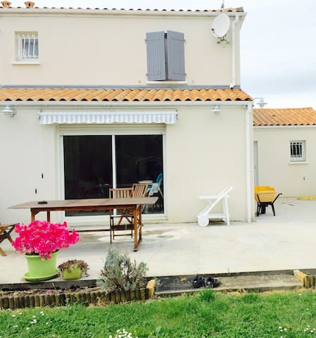Chambre au calme dans une habitation résidentielle - Rochefort - Σπίτι