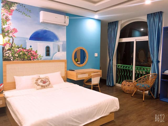 Private room on 2nd floor in Santorini House
