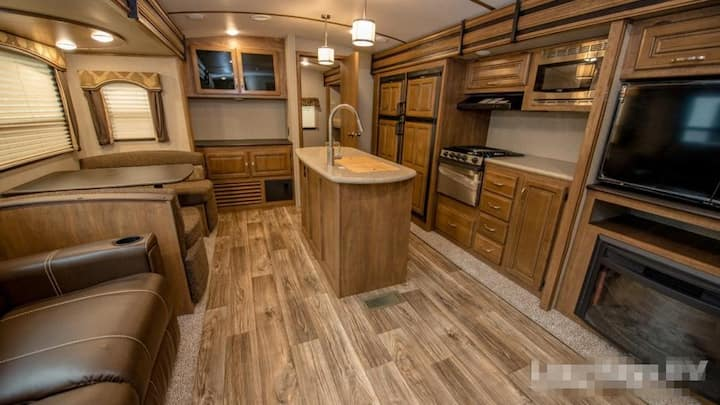 OPEN 2020 - 38 FT RV - Mountain View, Canmore (31)