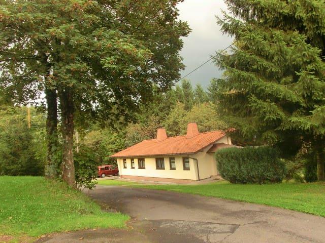 Zwei Doppelhaushälften direkt im Thüringer Wald - Masserberg - Haus