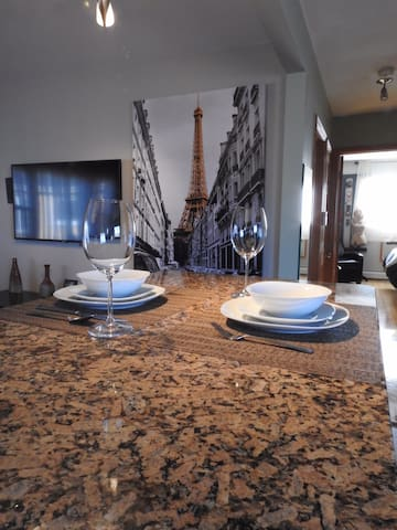 Charming apartment  in Schiller Park with Jacuzzi