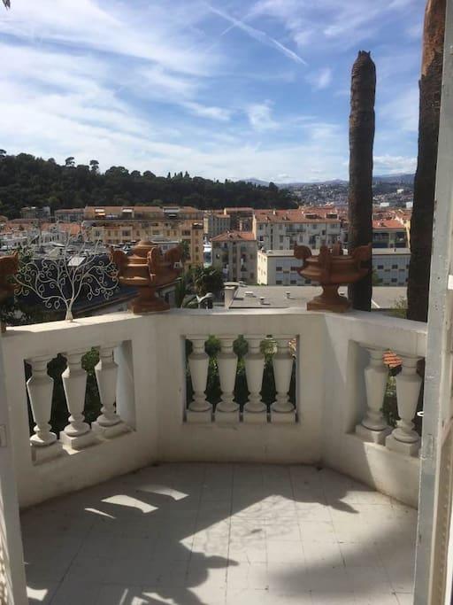 Terrasse de la salle de bain, vue sur le Port de Nice