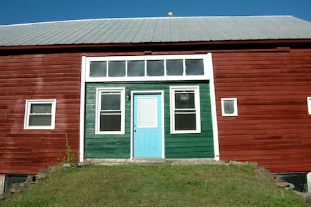 Barn Setting perfect for Outdoor Enthusiast & Pets - Williamstown