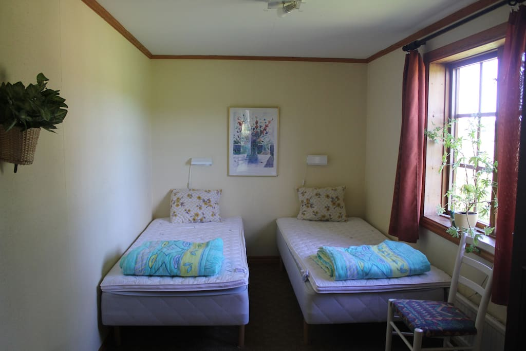 Bed room 1 with two singel beds