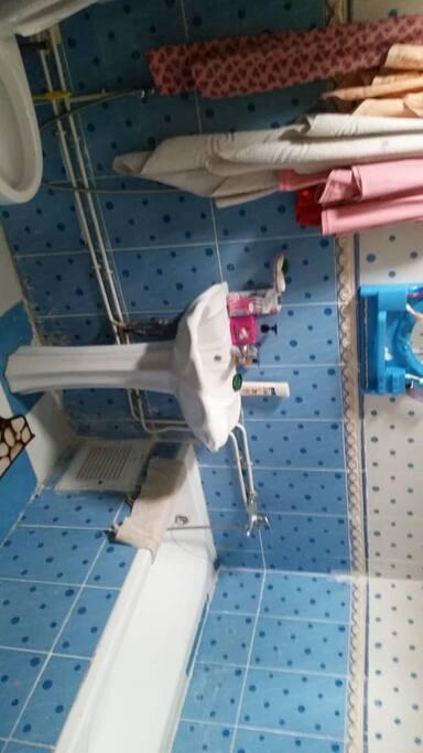 au rdc douche et toilette au premier salle de bain et toilettes en duplex également douche et toilettes