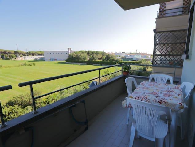 Grande bilocale con terrazza a 500mt dal mare