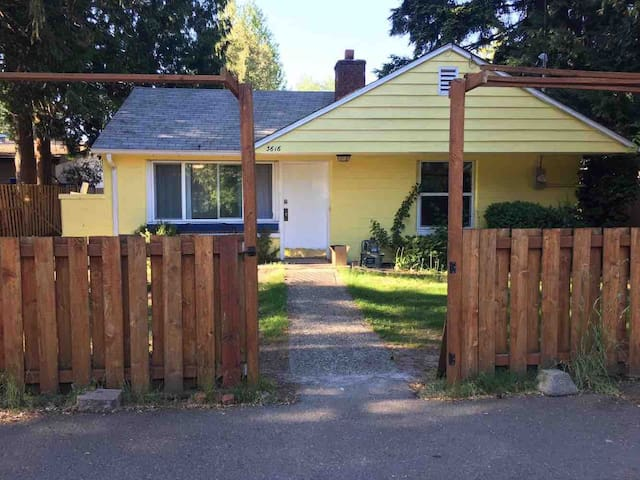 Nice 2bedroom house in Seattle sub