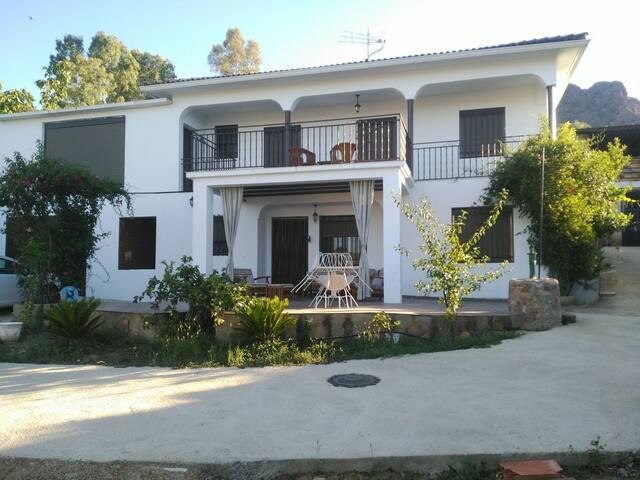 Chalets en pantano d Garcia Sola - Peloche - Casa