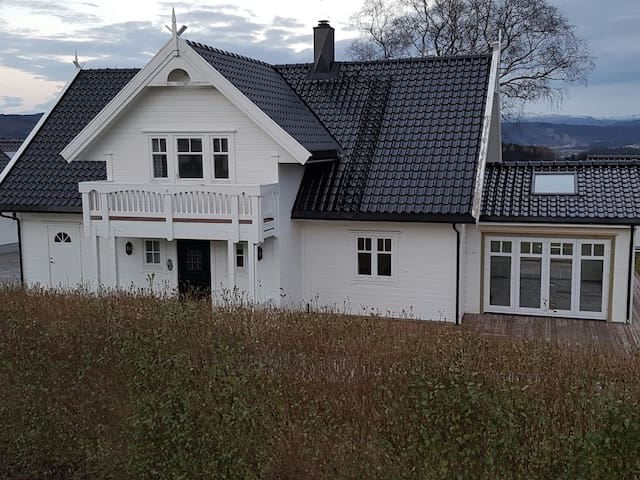 Charming house in quiet rural area - 5131 Nyborg - Casa