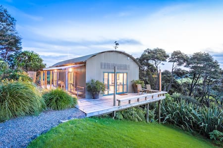 Kākā Ridge Retreat B&B - sea, bush, birds, privacy