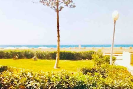 Privet chalet 2 bed rooms with garden and sea view
