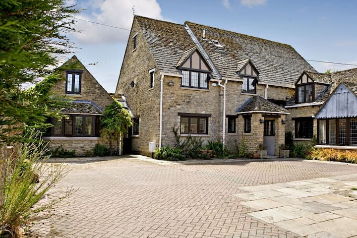 Large secluded family home - Kidlington