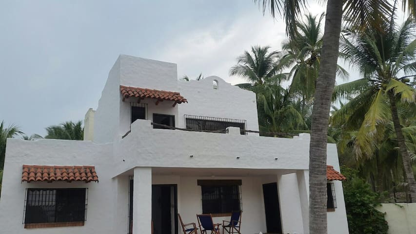 BEACHFRONT, BARRA DE SANTIAGO, A/C, 4r. &6 Bath