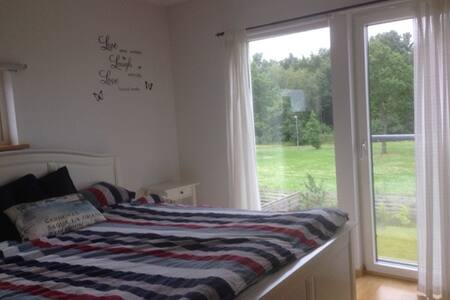 Nice quiet light room, close to the centre (3km) - Helsingborg - Villa