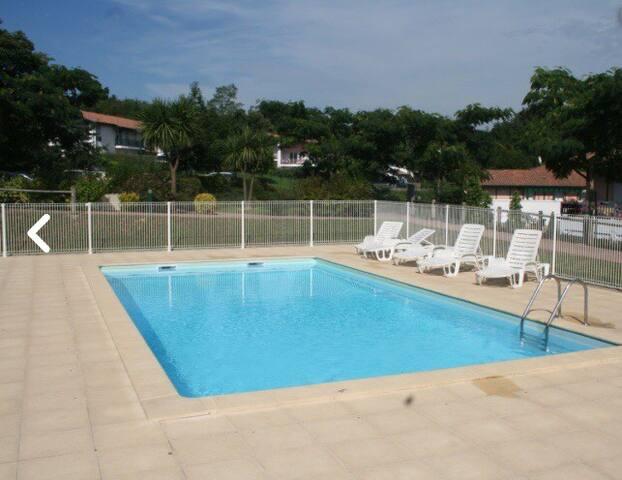 T2 avec piscine et terrasse proche des thermes