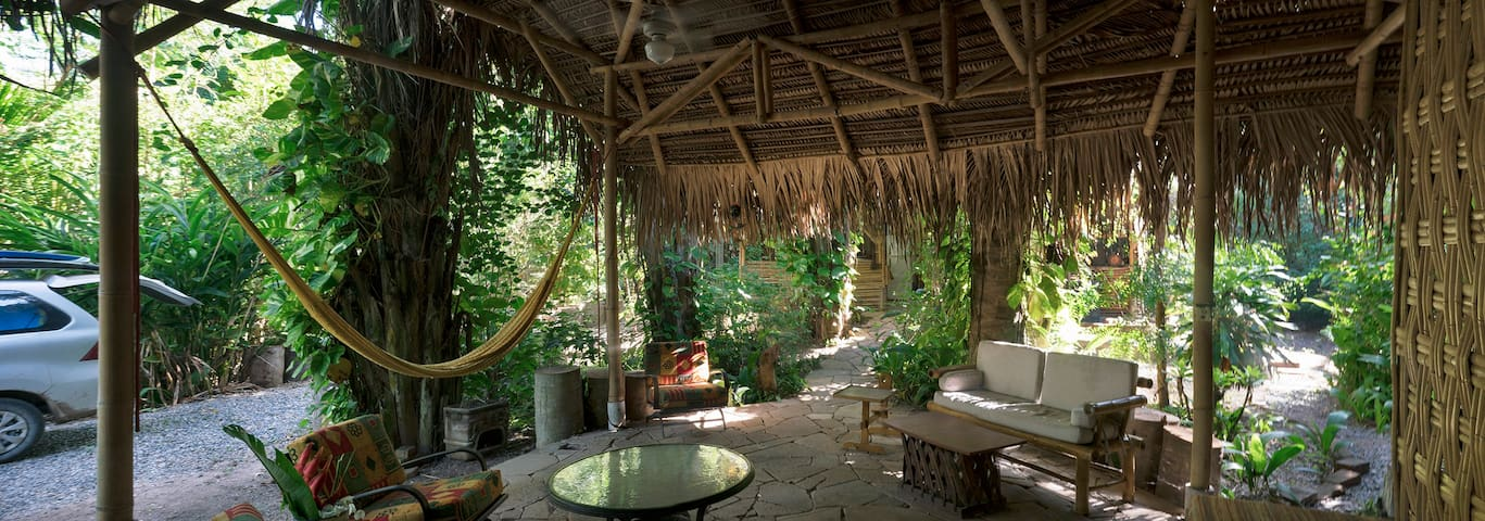 Tropical Jungle House with Awesome Beach Access!!!