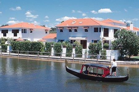 Villa Aqua Noosa Waterfront Resort - Noosaville