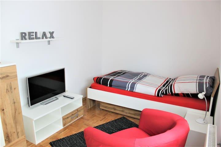 Ferienwohnung Schönberg, (Mössingen), Ferienwohnung Schönberg, 78qm, Terrasse, 2 Schlafzimmer, max. 3 Personen