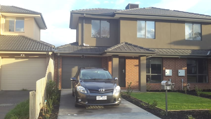 Clayton Home near to Monash Uni and Hospital