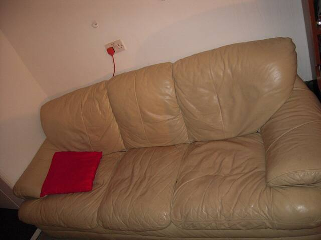cheap couch, leyton station,E10 5RQ - Londen - Huis