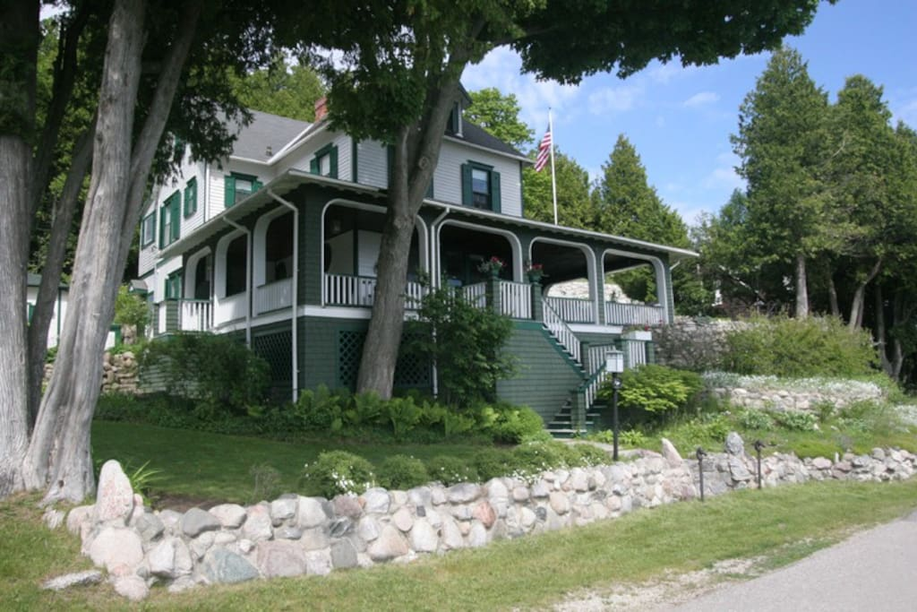 Cross trees cottage mackinac island michigan houses for 3 4 houses in michigan