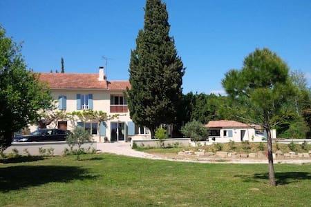 Mas au cœur des vignes en Avignon - Domazan