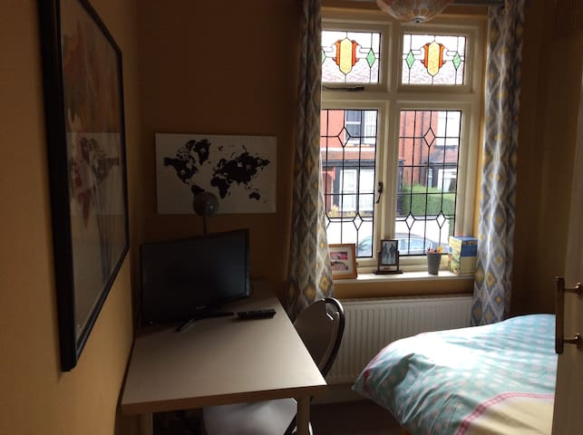 Single room in South Leeds