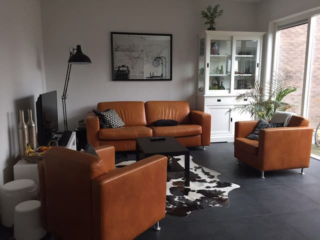 Modern apartment, 30 minutes from Amsterdam