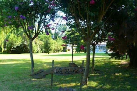 Quinta con quincho parque y piscina - Roldán - Rumah