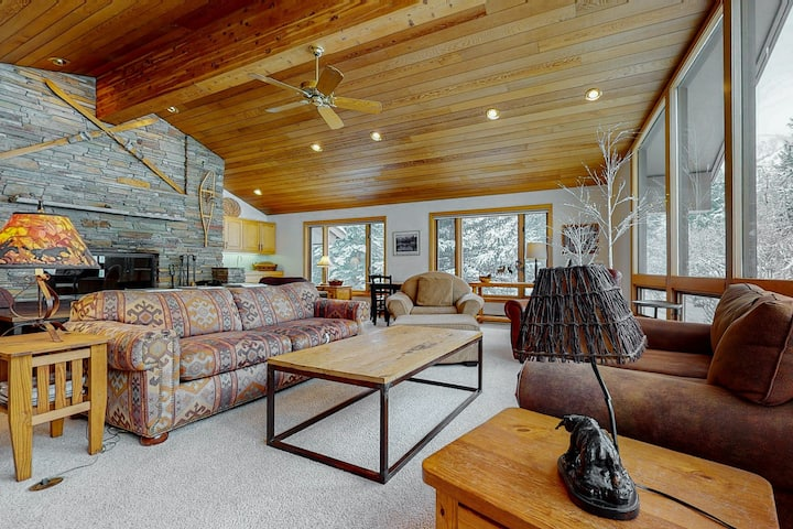 Spacious Home with Wood-Burning Fireplace, High-Speed WiFi, Close to Mountain!