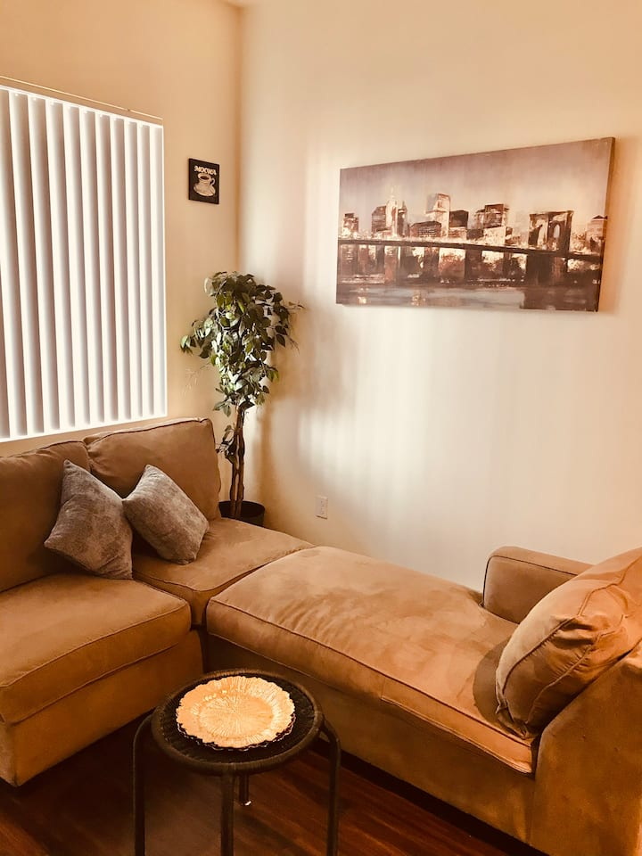 A Weekend Getaway 1BR Hidden Gem DWTN Riverside