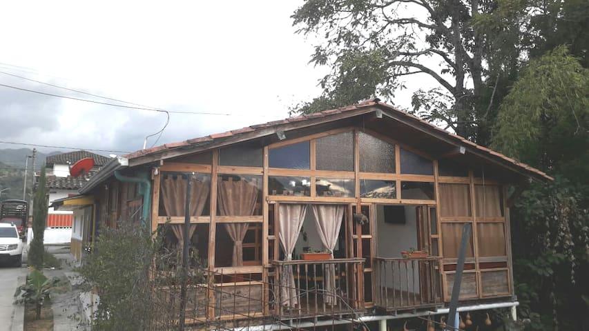 Casa madera hostal salento