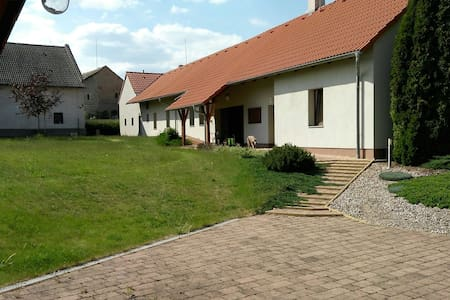 Renovated spacious village house - Bezděkov - Dům