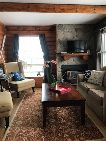 Chart House-Attractive Lake Superior Beach Cottage