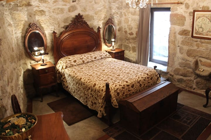 CASA GRANDE JUNCAIS - APT ALAMBIQUE - Juncais - Bed & Breakfast
