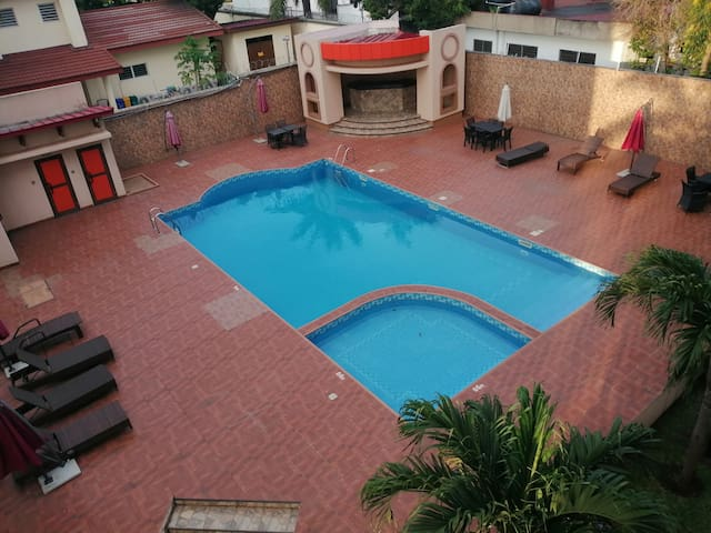 Cozy bedroom in apartment with pool in Cantonments