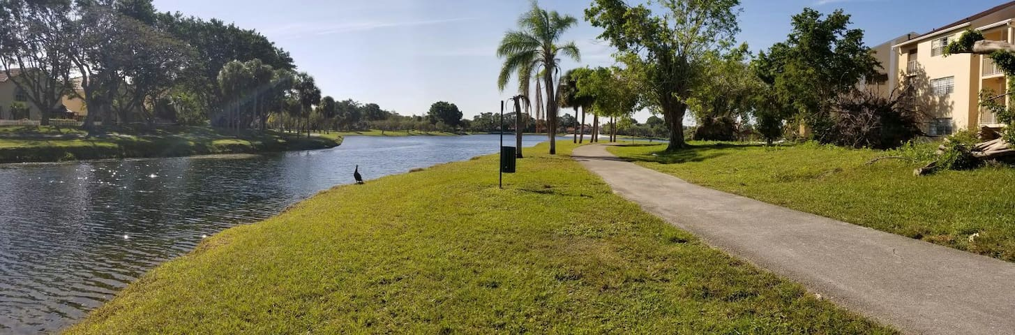 COZY- ROOM APT.  LAKE FRONT 1 or 2 BED IN KENDALL.