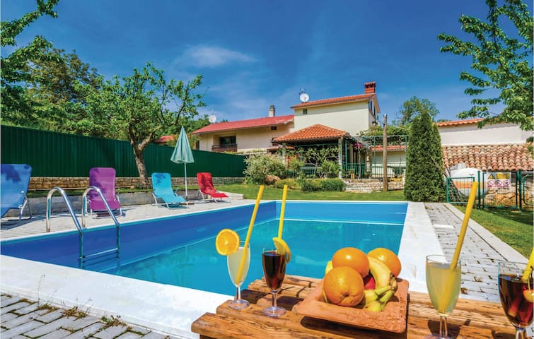 Semi-Detached with 3 bedrooms on 137 m²