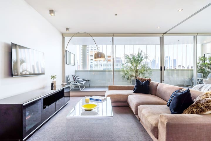 Relax in a Luxurious, Modern Darlinghurst Apartment
