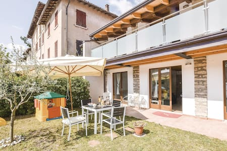 Holiday apartment with 1 bedroom on 50m² in Gardone Riviera