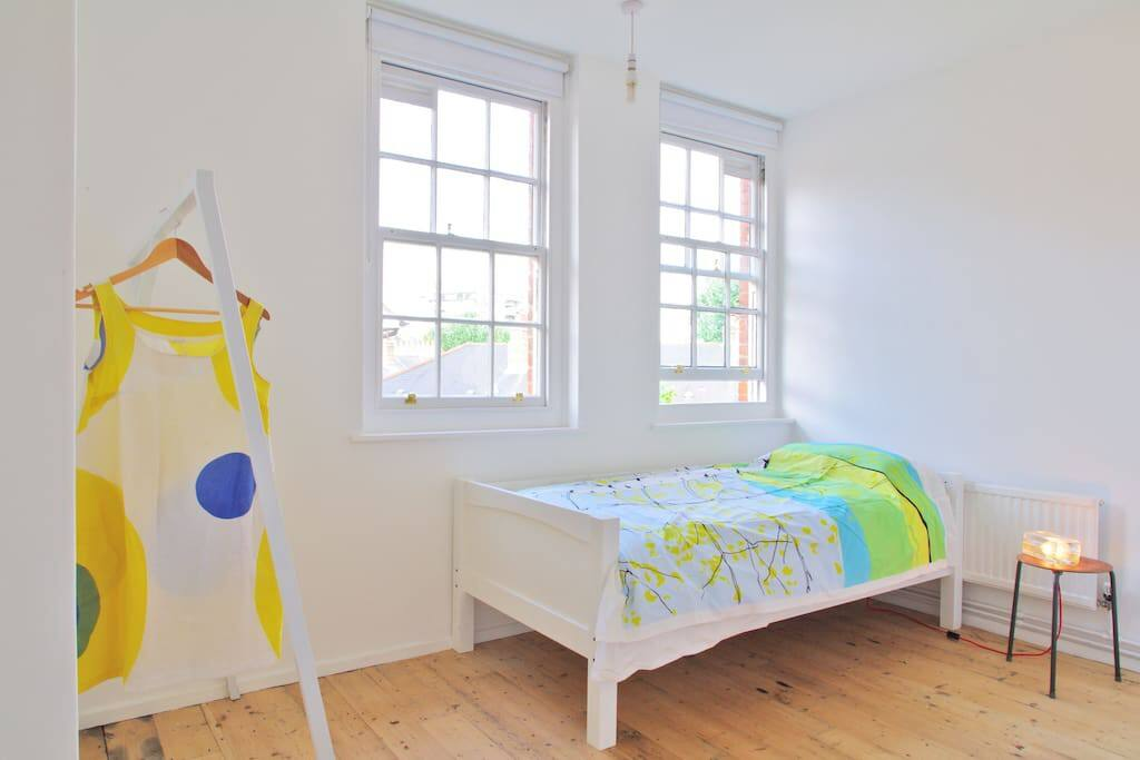 Single bedroom (photo 1)