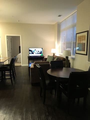 Sleek 2BR/2BA in Glenview - Glenview - Apartemen
