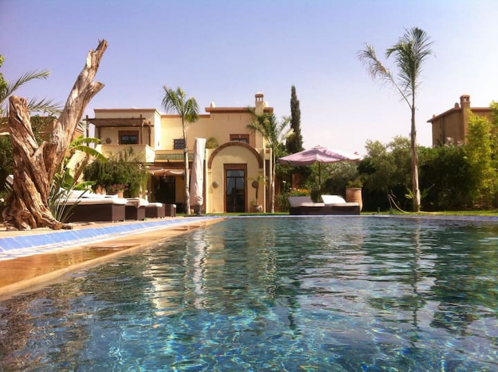 Villa with swimming-pool in the Golf Club