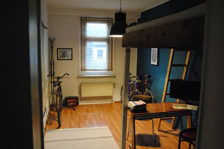 Zimmer in Altbauwohnung direkt am Campus-Uni - Kassel - Daire