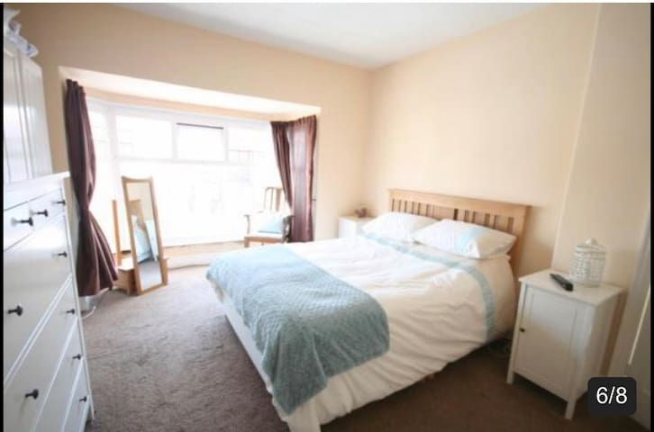 Near Hull University, lovely 3 bedroomed home.