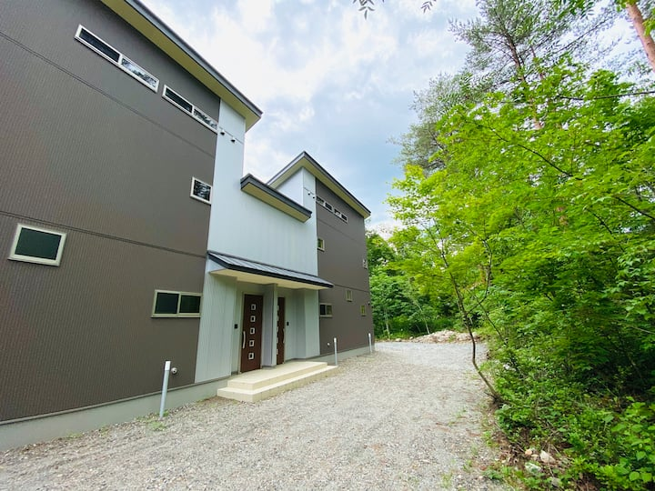 Brand New Two-Bedroom + Loft (max 6) Chalet